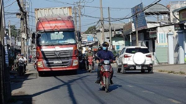 đường Nguyễn Duy Trinh quá tải